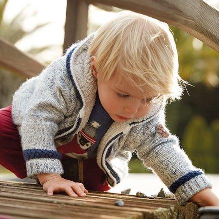 Chlapčenská pletená prechodná bunda s kapucňou
